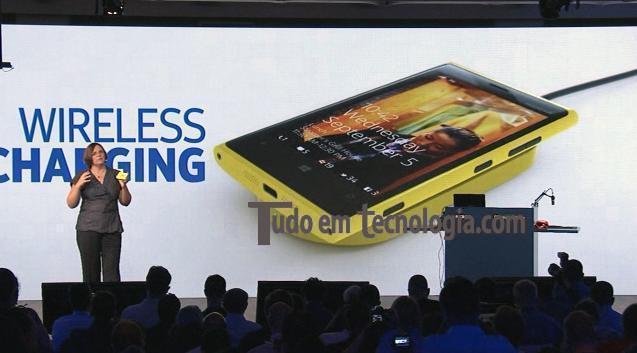Novo Nokia Lumia 920 tem carregamento sem fio.