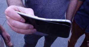 Comprovado, iPhone 6 Plus entorta facilmente