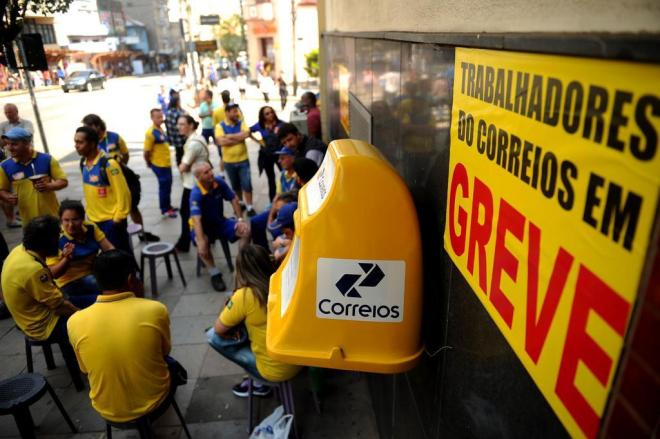 Funcionários dos Correios farão greve nesta segunda