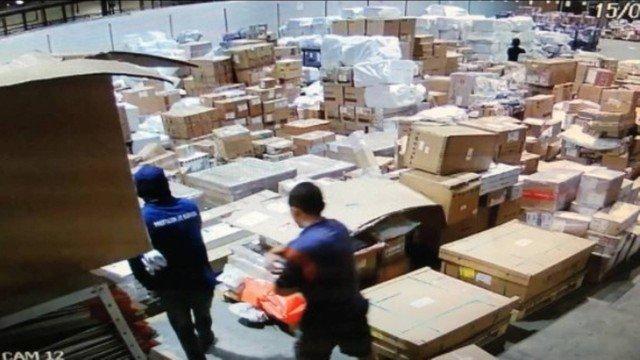 Bandidos roubam celulares avaliados em US$ 1 mi de dólares no Galeão