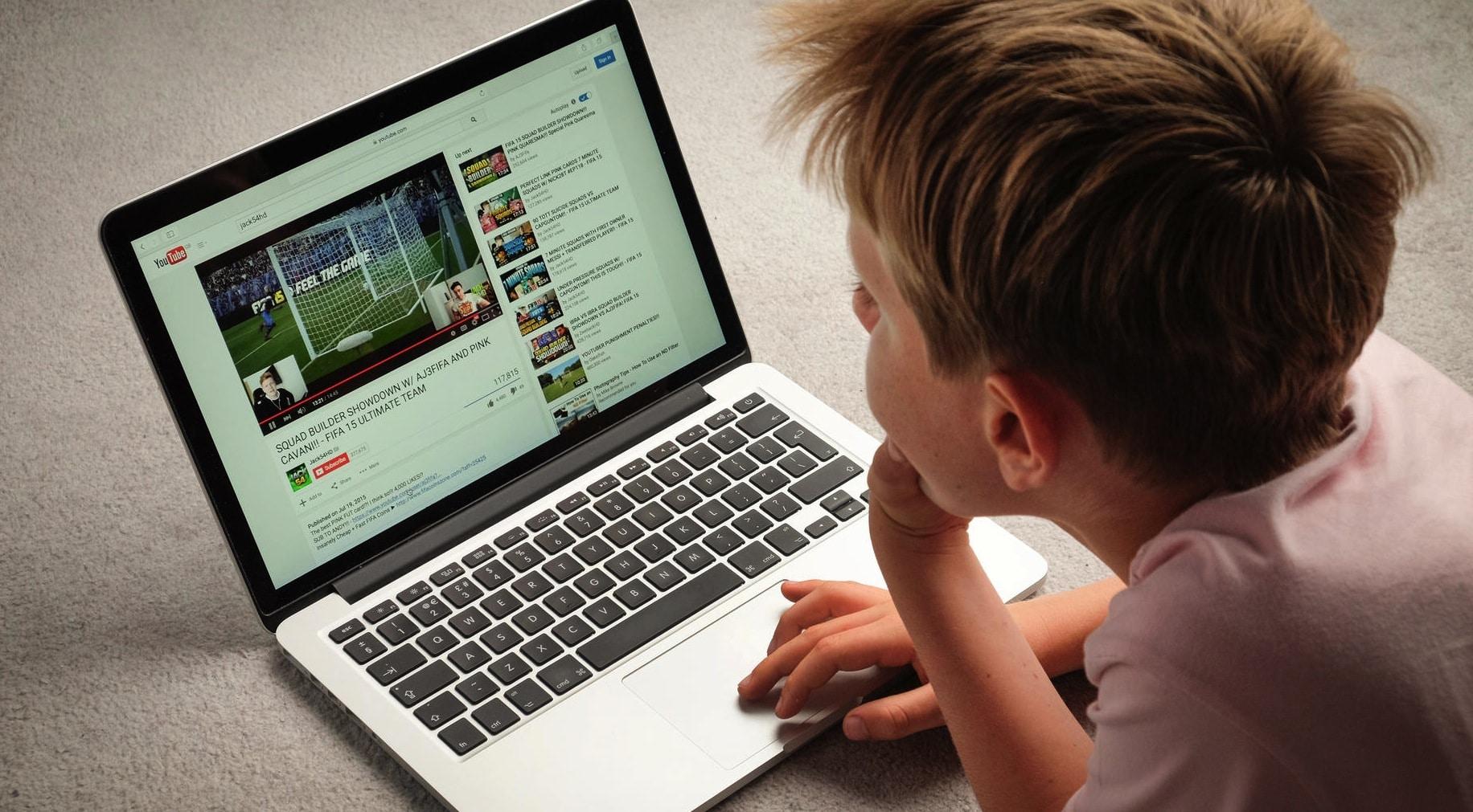 YouTube é denunciado por coletar dados de crianças sem autorização