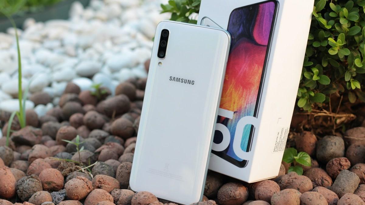Photo of Com reembolso de 30%, Galaxy A50 sai a R$ 1052